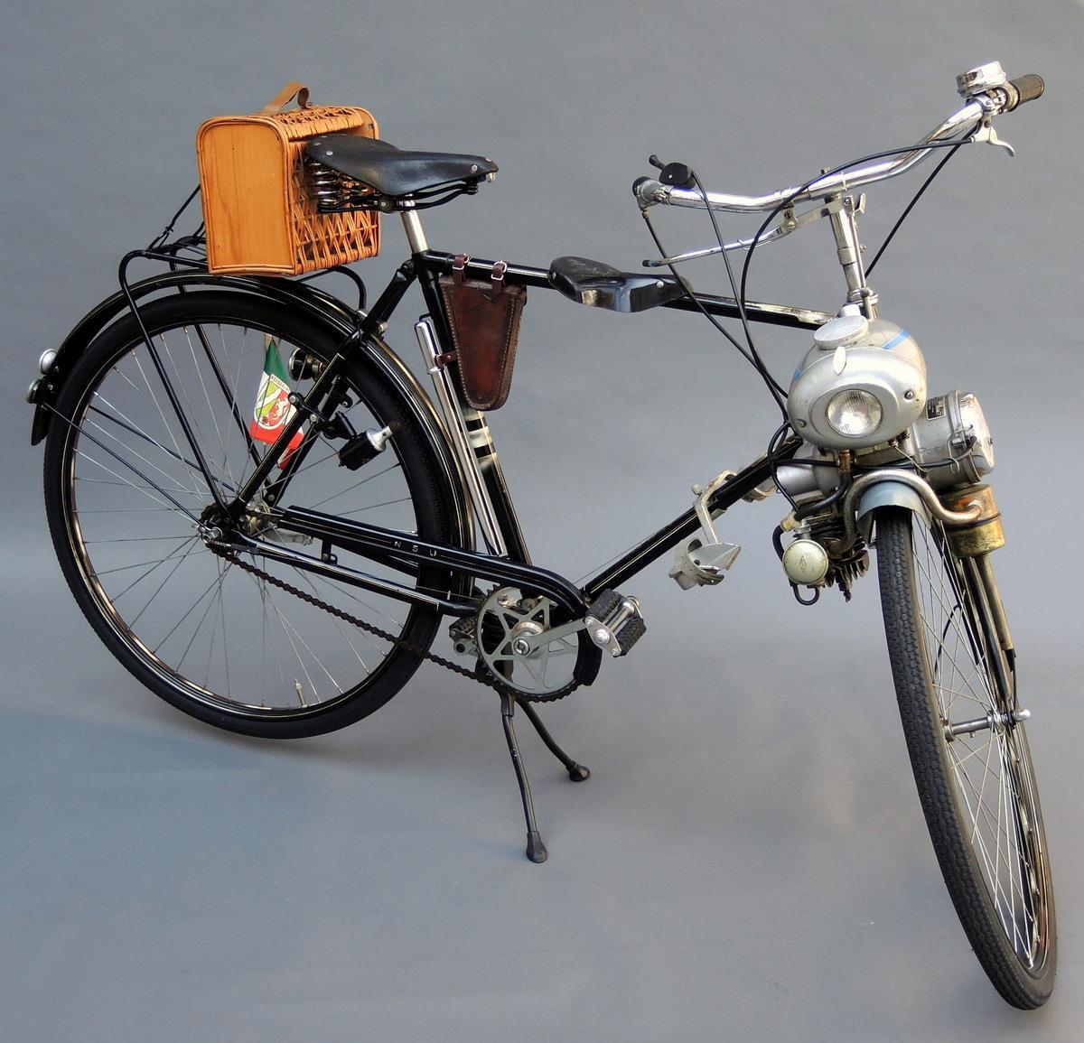 nsu fahrrad eilenriede mit hilfsmotor aus dem jahr 1952. Black Bedroom Furniture Sets. Home Design Ideas